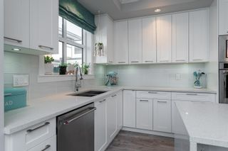 """Photo 3: 204 16488 64 Avenue in Surrey: Cloverdale BC Townhouse for sale in """"Harvest at Bose Farm"""" (Cloverdale)  : MLS®# R2446564"""