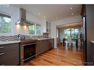 Photo 4: 4951 Thunderbird Pl in VICTORIA: SE Cordova Bay House for sale (Saanich East)  : MLS®# 757195