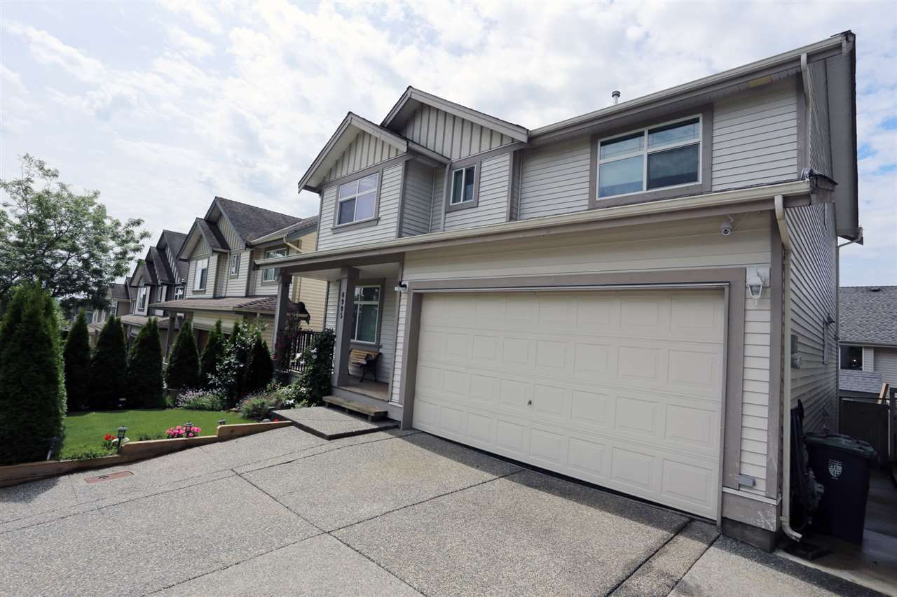 """Main Photo: 6995 202B Street in Langley: Willoughby Heights House for sale in """"JEFFRIES BROOK"""" : MLS®# R2477305"""