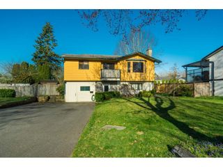 Photo 1: 6081 171A Street in Surrey: Cloverdale BC House for sale (Cloverdale)  : MLS®# R2353242