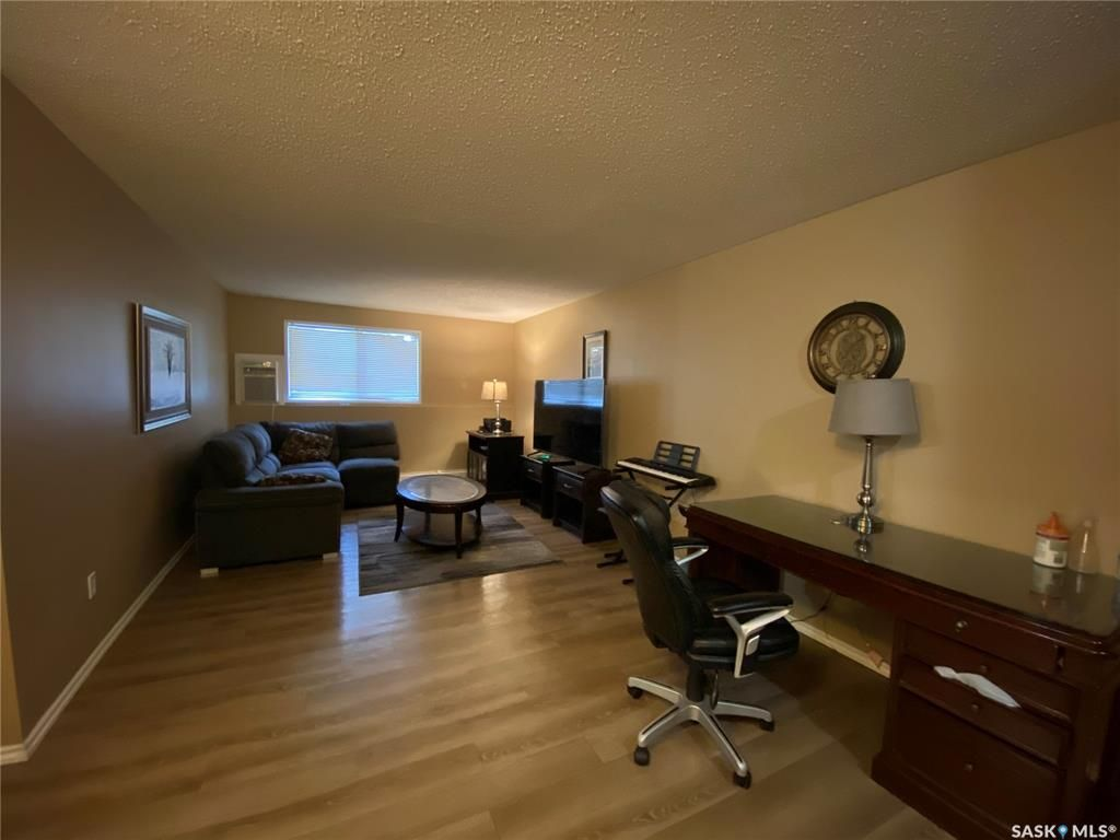 Main Photo: 101 802C Kingsmere Boulevard in Saskatoon: Lakeview SA Residential for sale : MLS®# SK859350