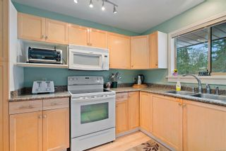 Photo 6: 3820 Cardie Crt in : SW Strawberry Vale House for sale (Saanich West)  : MLS®# 865975