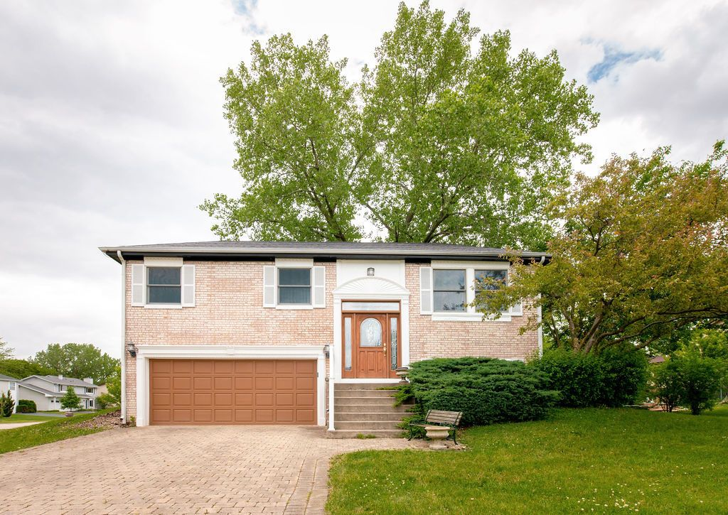 Main Photo: 241 Gingerbrook Lane: Bartlett Residential for sale ()  : MLS®# MRD10746329
