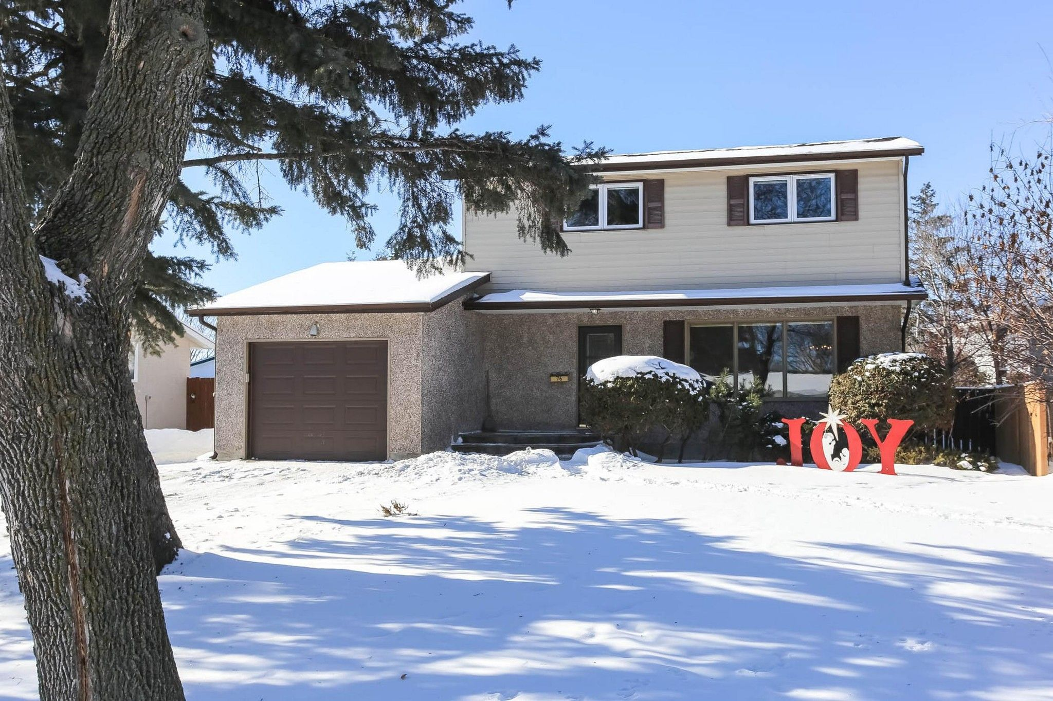 Welcome to 76 Hammond Road in Charleswood