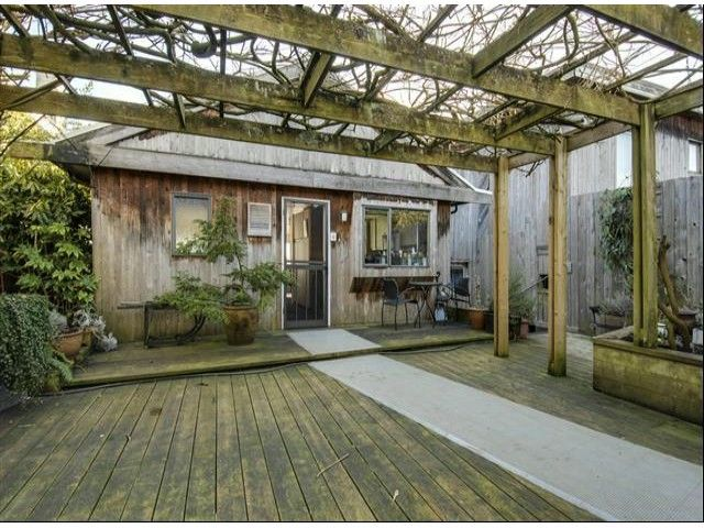 Main Photo: 15054 ROYAL Avenue: White Rock House for sale (South Surrey White Rock)  : MLS®# F1401844