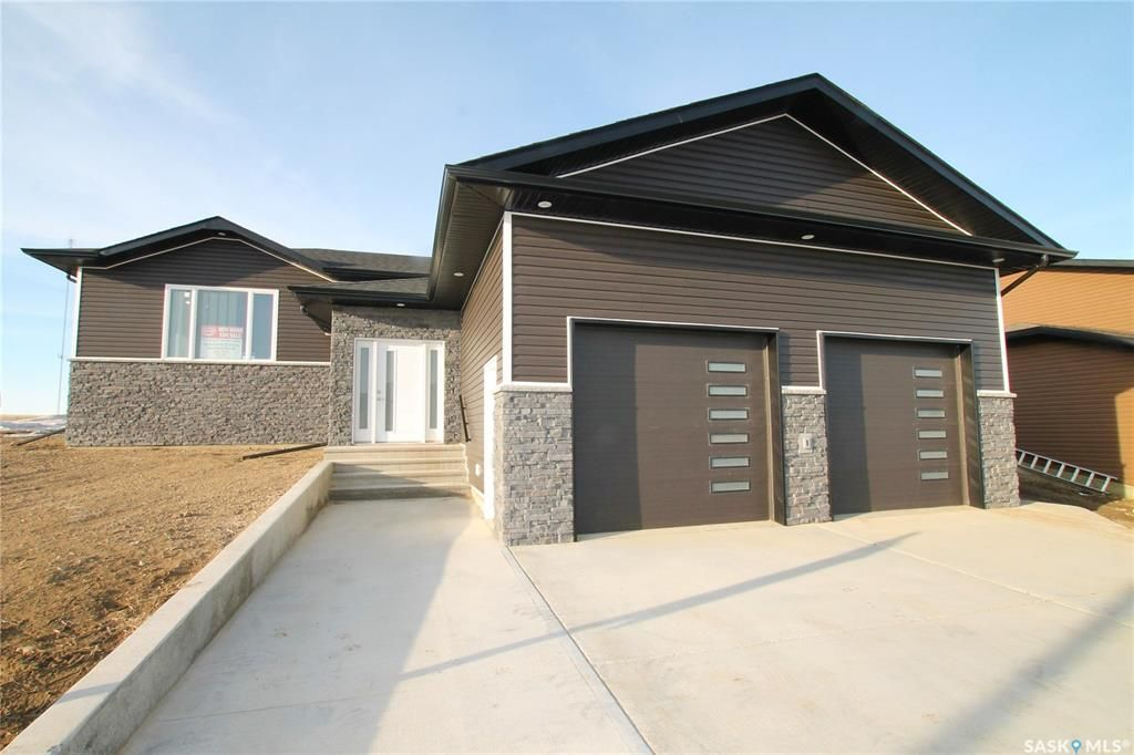 Main Photo: 825 Hamilton Drive in Swift Current: Highland Residential for sale : MLS®# SK834024