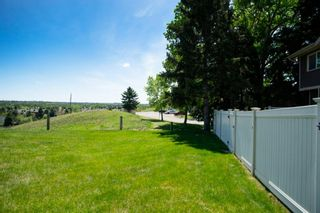 Photo 6: 332 Queenston Heights SE in Calgary: Queensland Row/Townhouse for sale : MLS®# A1114442