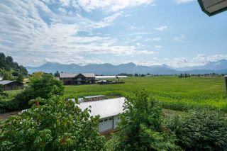 """Photo 1: 403 46966 YALE Road in Chilliwack: Chilliwack E Young-Yale Condo for sale in """"MOUNTAIN VIEW ESTATES"""" : MLS®# R2486948"""