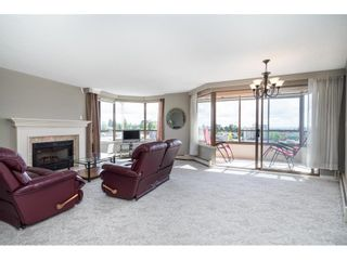 """Photo 2: 812 15111 RUSSELL Street: White Rock Condo for sale in """"PACIFIC TERRACE"""" (South Surrey White Rock)  : MLS®# R2593508"""