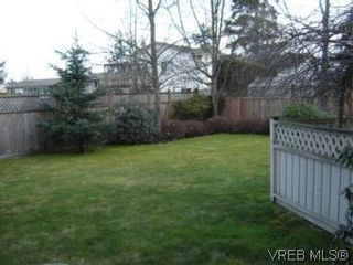 Photo 2: 117 793 Meaford Ave in VICTORIA: La Langford Proper Row/Townhouse for sale (Langford)  : MLS®# 495865