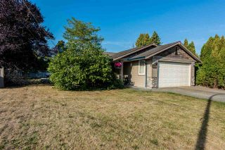 Photo 1: 18537 58 Avenue in Surrey: Cloverdale BC House for sale (Cloverdale)  : MLS®# R2302962