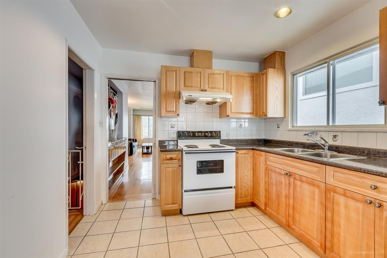 Photo 6: Photos: 2936 E 2ND Avenue in Vancouver: Renfrew VE House for sale (Vancouver East)  : MLS®# R2149102