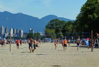 "Photo 11: 103 2335 YORK Avenue in Vancouver: Kitsilano Condo for sale in ""YORKDALE VILLA"" (Vancouver West)  : MLS®# R2195325"