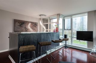 """Photo 7: 1075 EXPO Boulevard in Vancouver: Yaletown Townhouse for sale in """"MARINA POINTE"""" (Vancouver West)  : MLS®# R2253361"""