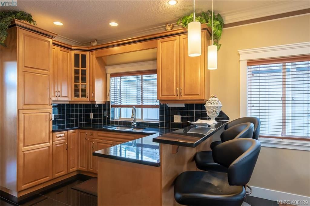Photo 3: Photos: 248 Crease Ave in VICTORIA: SW Tillicum House for sale (Saanich West)  : MLS®# 811194