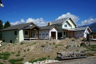 Photo 2: 1444 CANTERBURY CLOSE in Invermere: House for sale : MLS®# 2460788