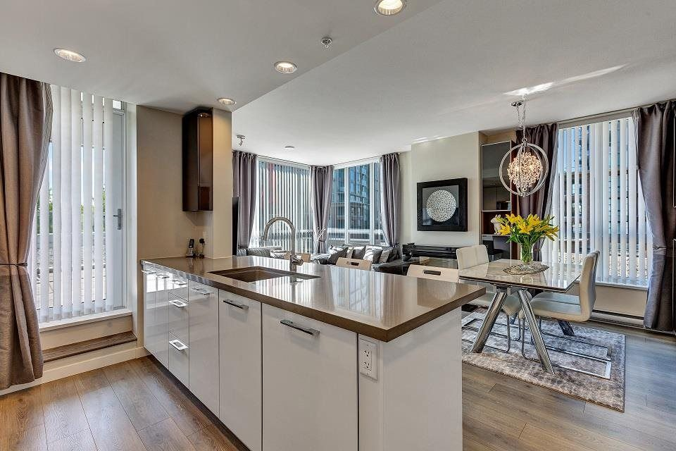 """Main Photo: 303 3093 WINDSOR Gate in Coquitlam: New Horizons Condo for sale in """"THE WINDSOR"""" : MLS®# R2583363"""