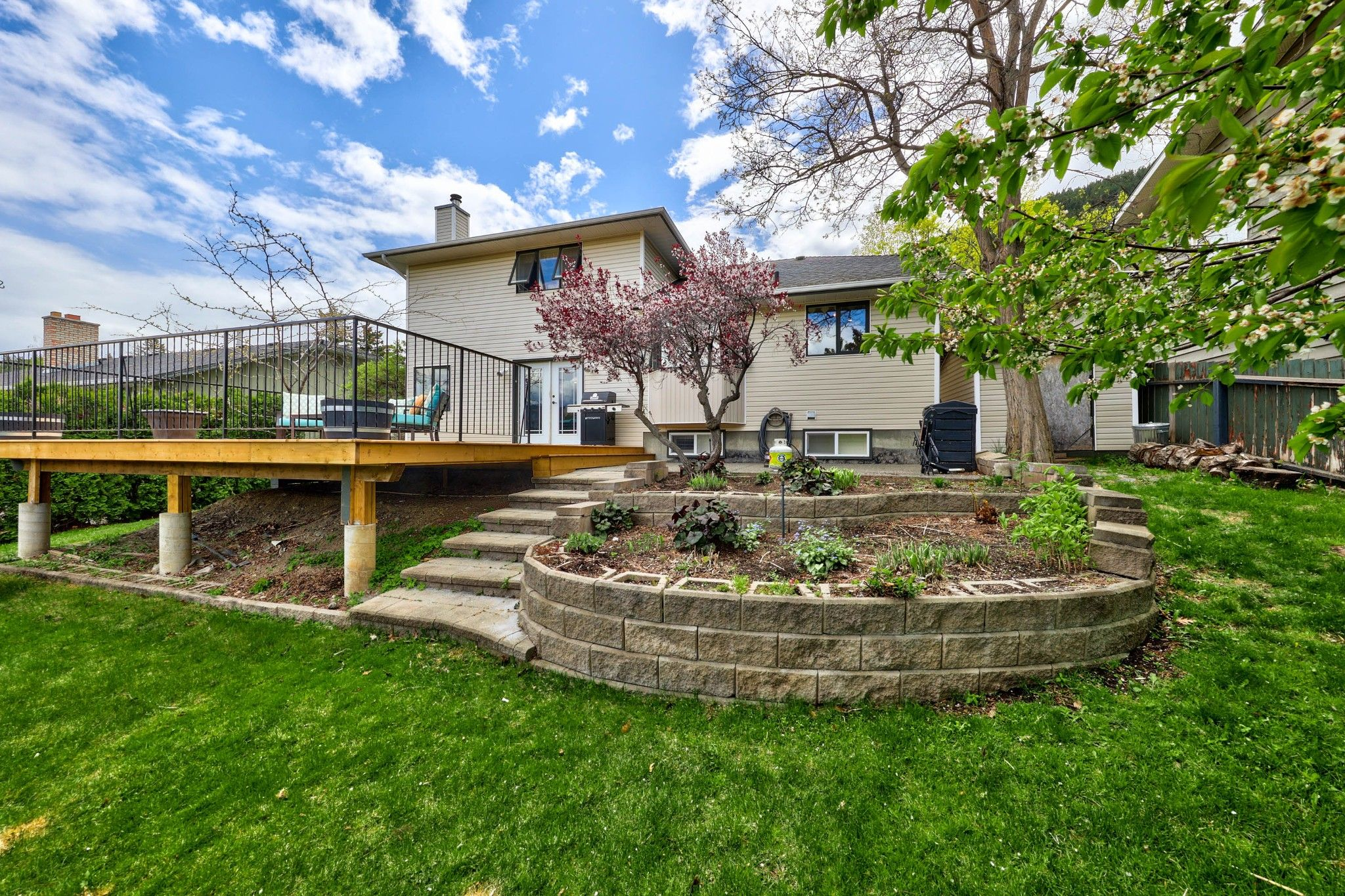 Photo 4: Photos: 2816 Capilano Drive in Kamloops: Juniper Heights House for sale : MLS®# 162002