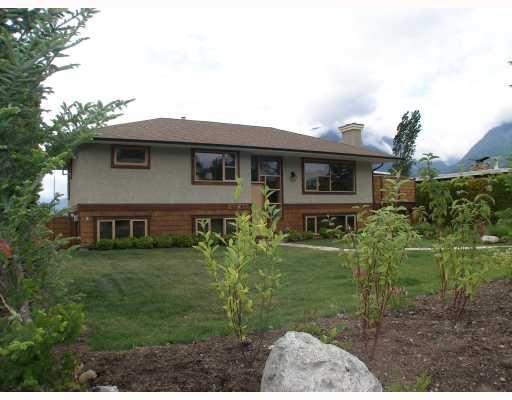 "Main Photo: 40269 AYR Drive in Squamish: Garibaldi Highlands House for sale in ""GARIBALDI HIGHLANDS"" : MLS®# V776660"