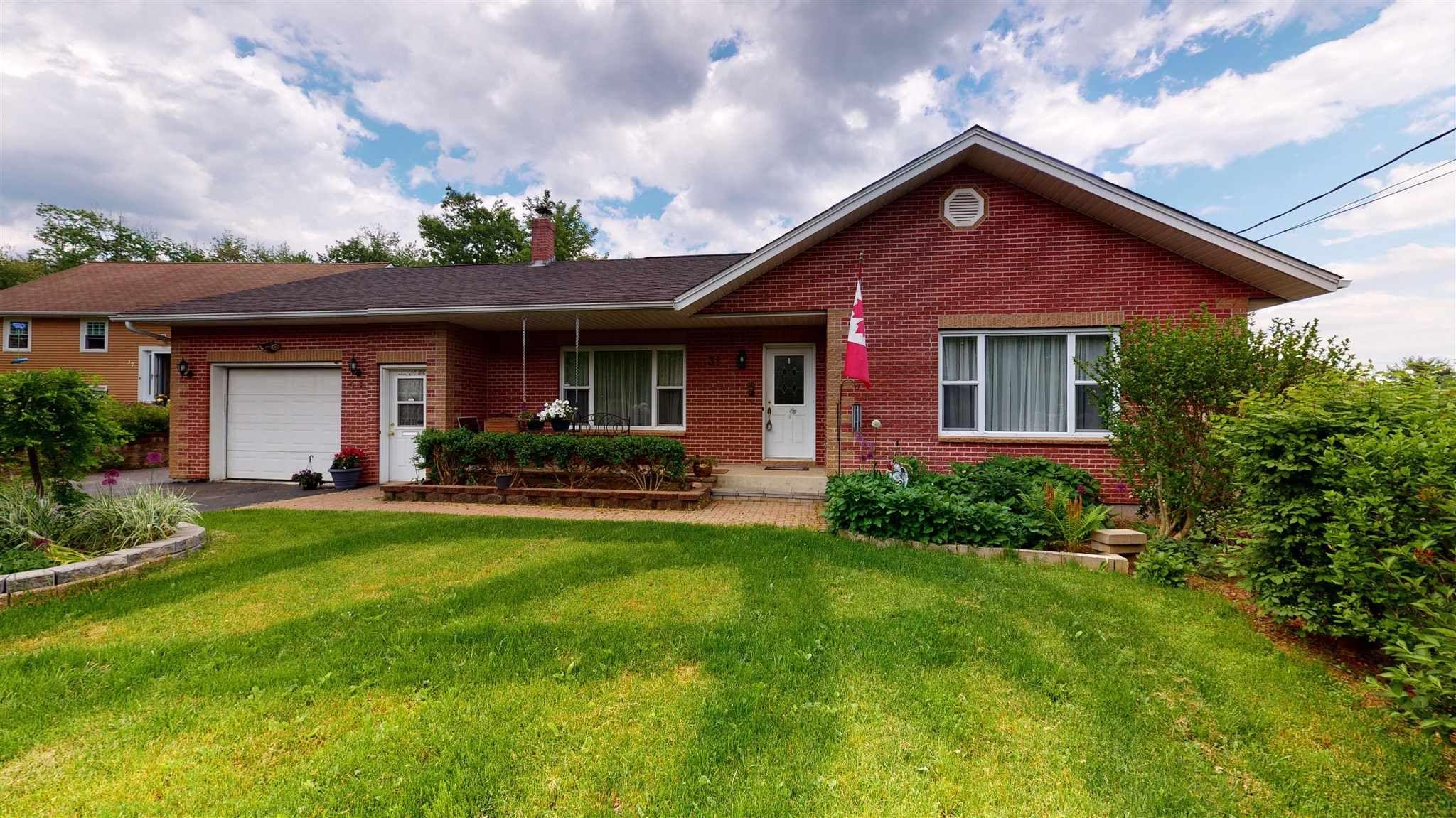 Main Photo: 31 Winburn Avenue in Bridgewater: 405-Lunenburg County Residential for sale (South Shore)  : MLS®# 202114301