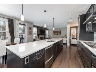 Photo 4: 22 ROCKFORD Road NW in Calgary: Rocky Ridge House for sale : MLS®# C4115282