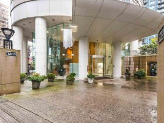 """Photo 19: 1202 1200 ALBERNI Street in Vancouver: West End VW Condo for sale in """"Palisades"""" (Vancouver West)  : MLS®# R2527140"""