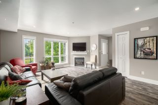 """Photo 1: 5 1261 MAIN Street in Squamish: Downtown SQ Townhouse for sale in """"SKYE"""" : MLS®# R2473764"""