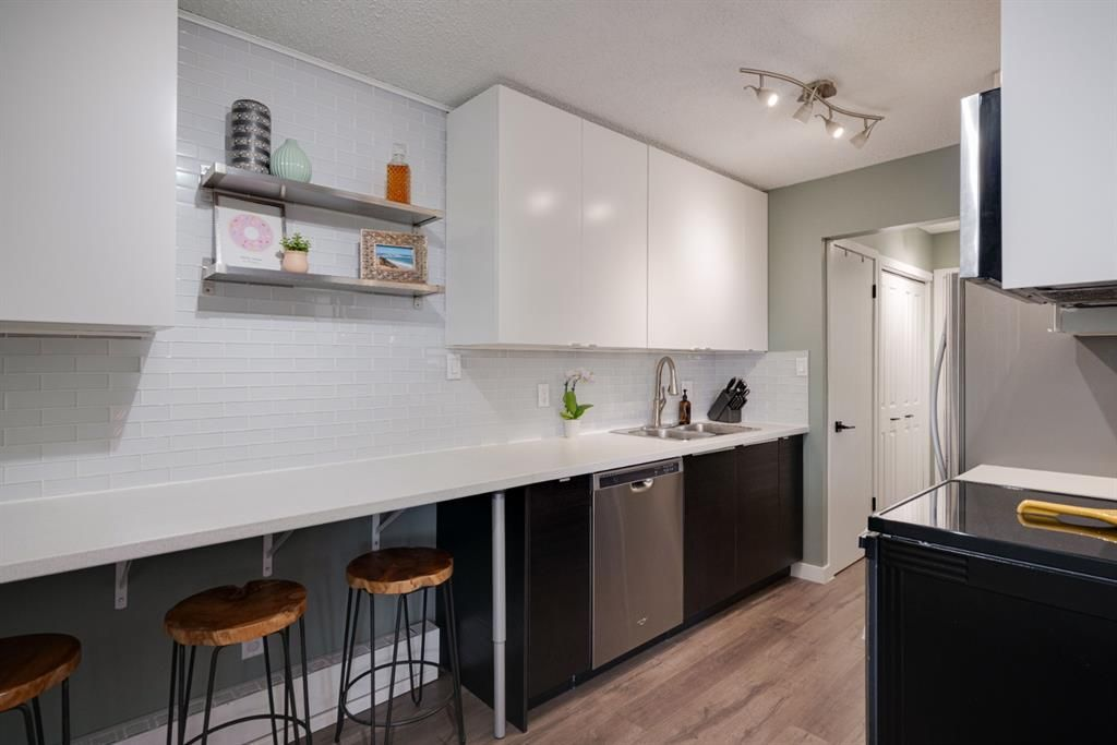 Main Photo: 20 3519 49 Street NW in Calgary: Varsity Apartment for sale : MLS®# A1117151