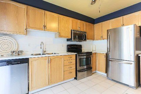 Photo 6: Photos: 77 Fulton Crest in Whitby: Williamsburg House (2-Storey) for sale : MLS®# E2844082