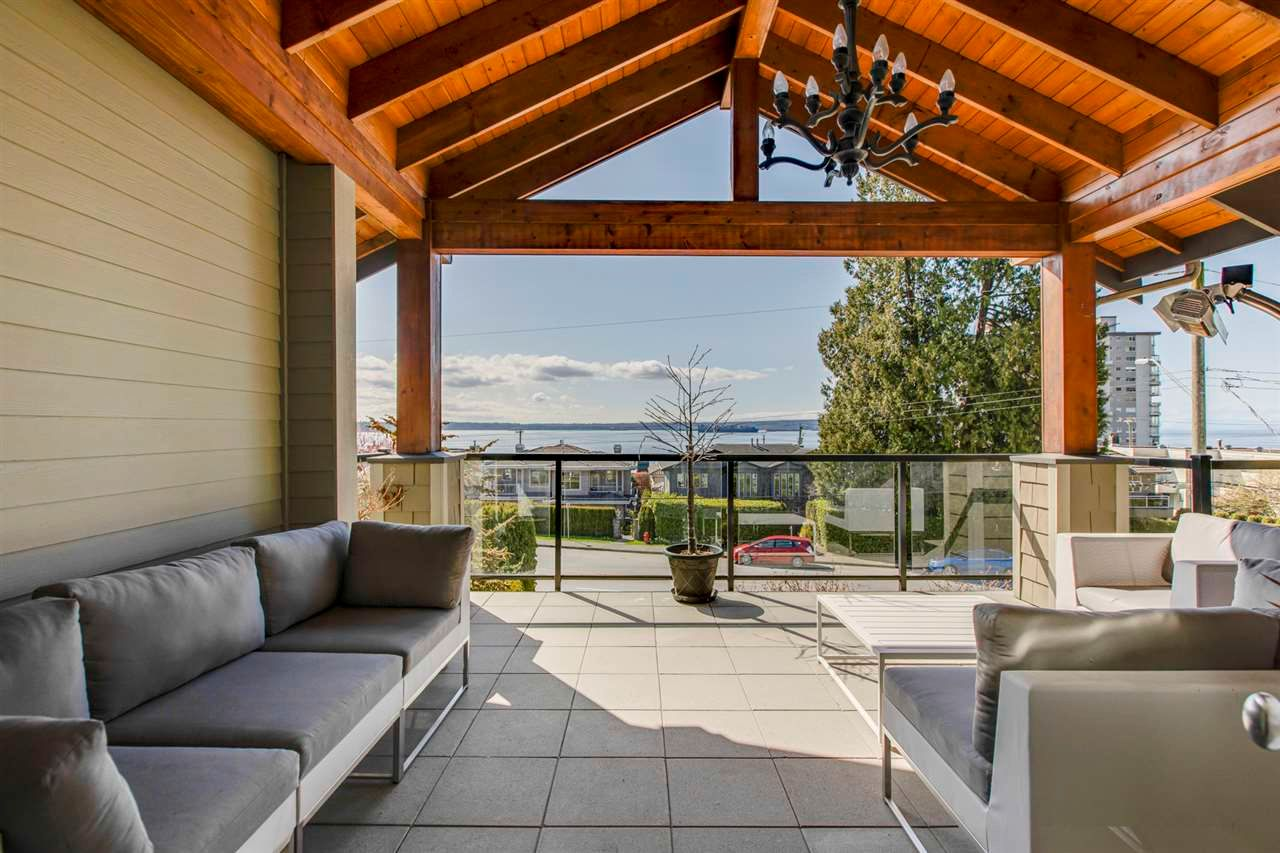 Main Photo: 2355 MARINE Drive in West Vancouver: Dundarave 1/2 Duplex for sale : MLS®# R2564845