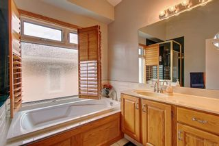 Photo 13: 153 SHAWNEE Court SW in Calgary: Shawnee Slopes Detached for sale : MLS®# C4242330