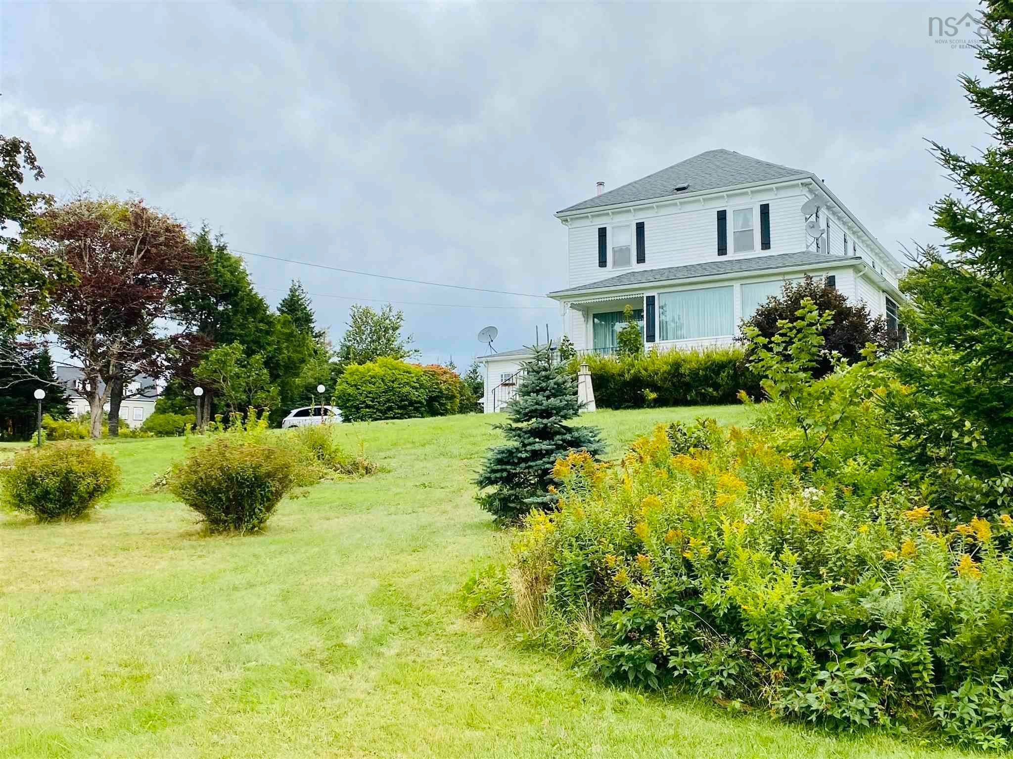 Main Photo: 8 Dufferin Mines Road in Port Dufferin: 35-Halifax County East Residential for sale (Halifax-Dartmouth)  : MLS®# 202122906
