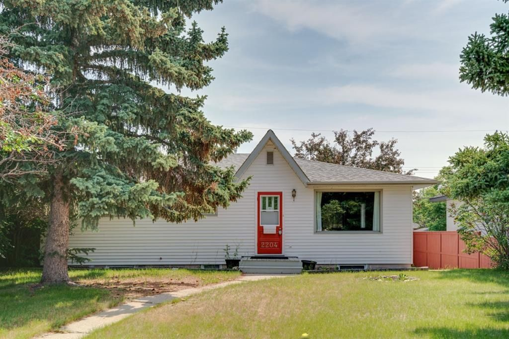 Main Photo: 2204 38 Street SW in Calgary: Glendale Detached for sale : MLS®# A1128360