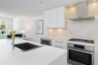 """Photo 15: 101 1055 RIDGEWOOD Drive in North Vancouver: Edgemont Townhouse for sale in """"CONNAUGHT"""" : MLS®# R2589263"""