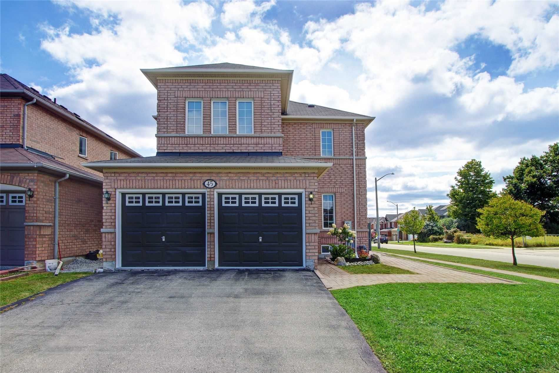 Main Photo: 45 Brackenwood Ave in Richmond Hill: Freehold for sale : MLS®# N4574998
