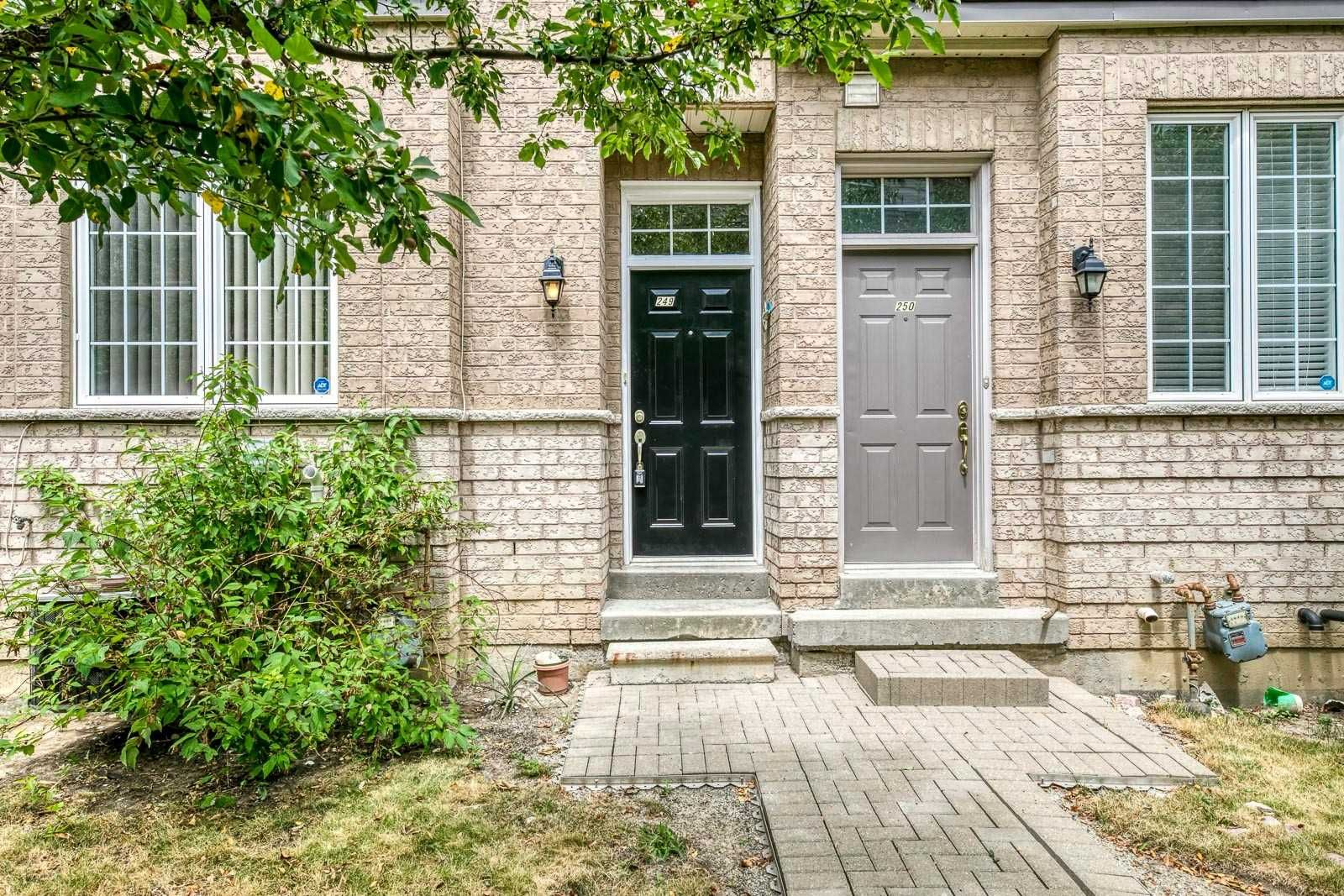 Main Photo: 249 23 Observatory Lane in Richmond Hill: Observatory Condo for sale : MLS®# N4886602