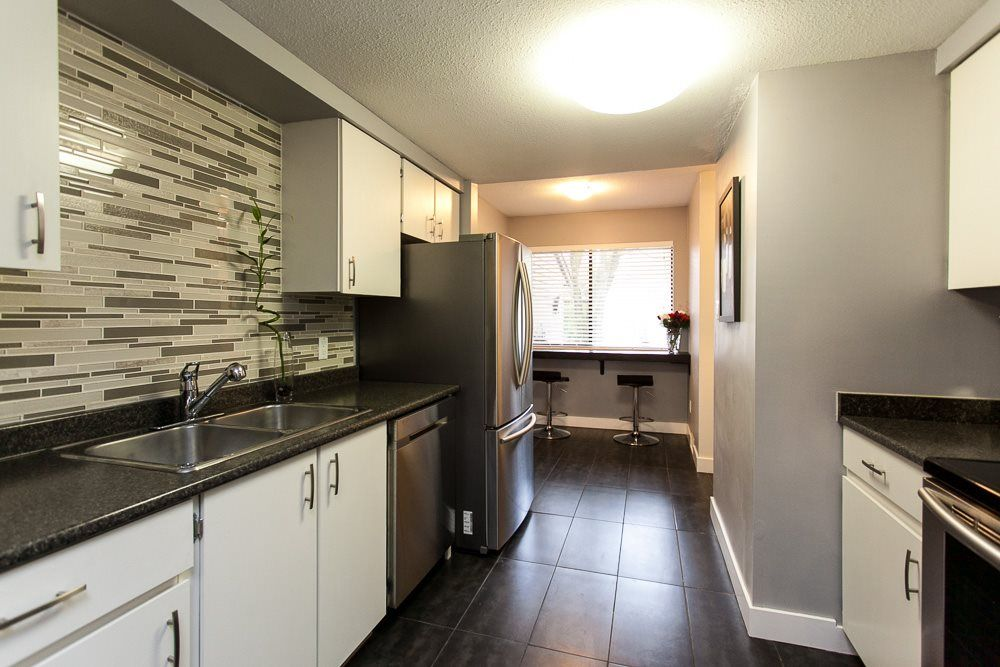 "Main Photo: 31 20653 THORNE Avenue in Maple Ridge: Southwest Maple Ridge Townhouse for sale in ""THORNEBERRY GARDENS"" : MLS®# R2032764"