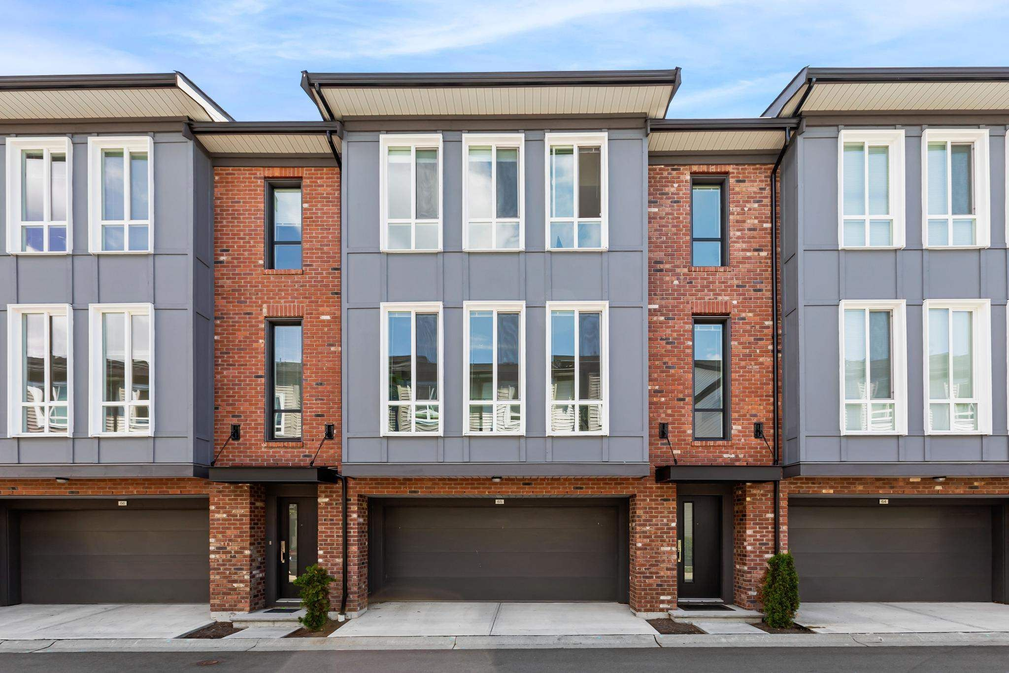 """Main Photo: 65 15828 27 Avenue in Surrey: Grandview Surrey Townhouse for sale in """"Kitchner II"""" (South Surrey White Rock)  : MLS®# R2594481"""