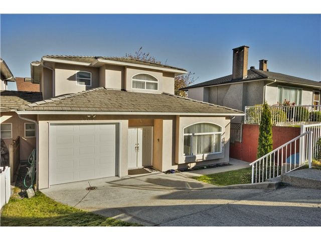"""Main Photo: 3707 CARDIFF Street in Burnaby: Central Park BS 1/2 Duplex for sale in """"BURNABY"""" (Burnaby South)  : MLS®# V1044542"""