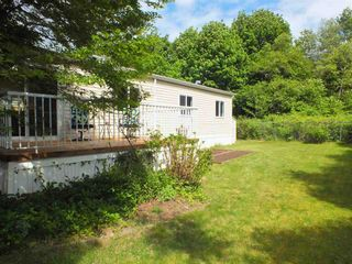 """Photo 2: 37 62790 FLOOD HOPE Road in Hope: Hope Silver Creek Manufactured Home for sale in """"SILVER RIDGE"""" : MLS®# R2456344"""