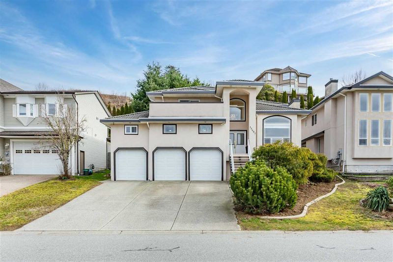 FEATURED LISTING: 35681 TIMBERLANE Drive Abbotsford