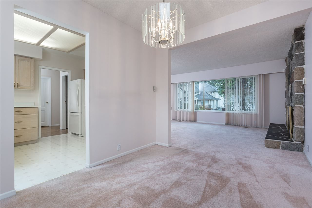 Photo 6: Photos: 1100 GROVER Avenue in Coquitlam: Central Coquitlam House for sale : MLS®# R2047034
