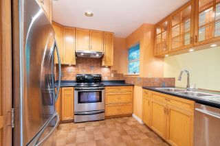 """Photo 10: 33 9000 ASH GROVE Crescent in Burnaby: Forest Hills BN Townhouse for sale in """"Ashbrook Place"""" (Burnaby North)  : MLS®# R2622662"""