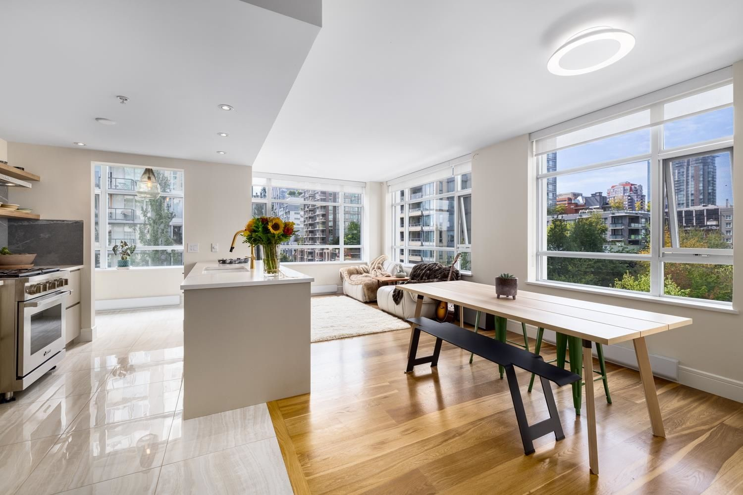 Main Photo: 604 988 RICHARDS STREET in Vancouver: Yaletown Condo for sale (Vancouver West)  : MLS®# R2611073