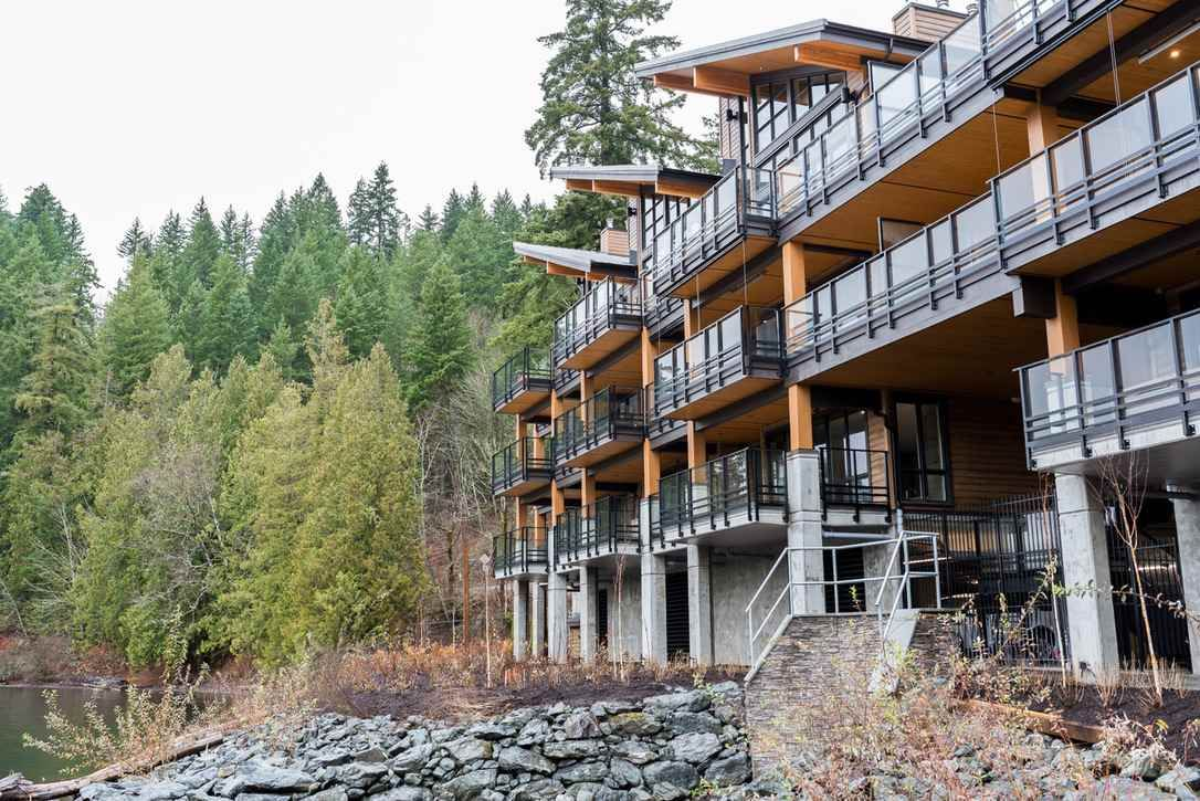 "Main Photo: 201 3175 COLUMBIA VALLEY Road: Cultus Lake Condo for sale in ""LAKESIDE"" : MLS®# R2538510"