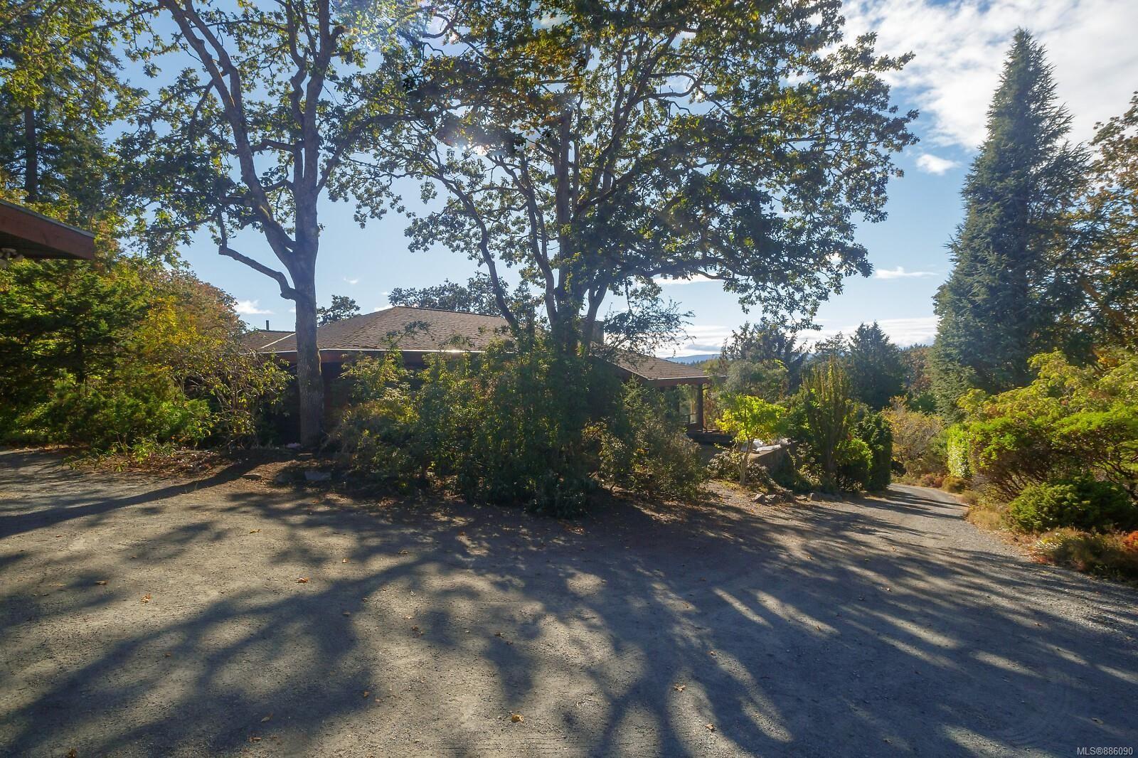 Photo 30: Photos: 4553 Blenkinsop Rd in : SE Blenkinsop House for sale (Saanich East)  : MLS®# 886090