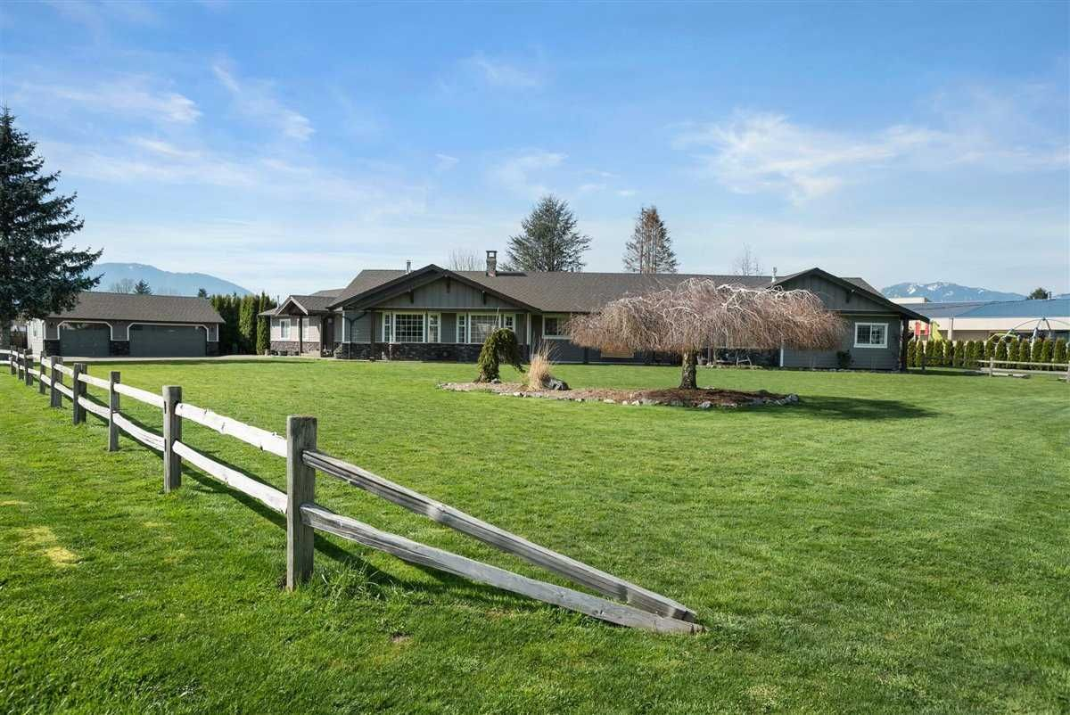 Main Photo: 5621 UNSWORTH Road in Chilliwack: Vedder S Watson-Promontory House for sale (Sardis)  : MLS®# R2560364
