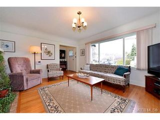 Photo 3: 1109 Lyall St in VICTORIA: Es Saxe Point House for sale (Esquimalt)  : MLS®# 747049