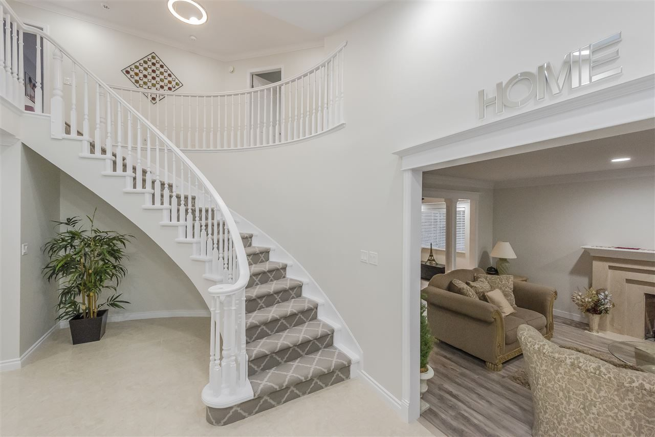 Photo 2: Photos: 207 MONTROYAL BOULEVARD in North Vancouver: Upper Lonsdale House for sale