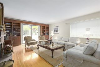 """Photo 2: 101 235 KEITH Road in West Vancouver: Cedardale Townhouse for sale in """"SPURWAY GARDENS"""" : MLS®# R2393572"""